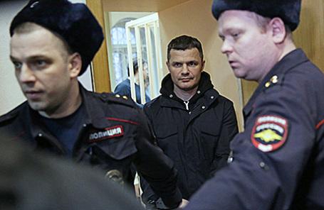 Председатель совета директоров московского аэропорта «Домодедово» (в центре).