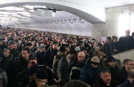 Пассажиры московского метро.