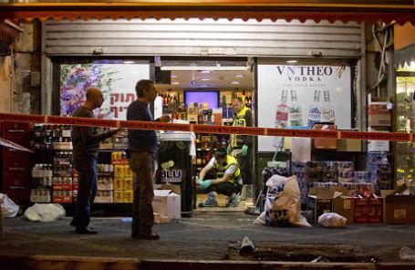 При нападении вооруженного ножом палестинца в Тель-Авиве погиб американский турист.
