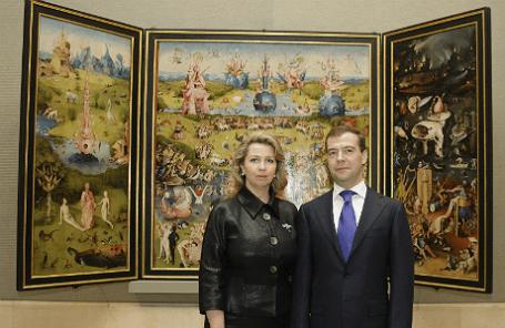 Дмитрий Медведев с супругой Светланой у триптиха Иеронима Босха