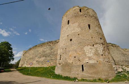 Крепость в музее-заповеднике «Изборск».