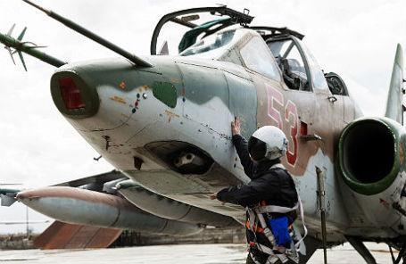 Штурмовик Су-25, входящий в состав авиационной группировки ВКС России, перед вылетом с авиабазы Хмеймим в пункты постоянного базирования на территории России.