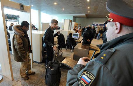 Досмотр пассажиров в аэропорту «Домодедово».