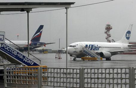 Вид из окна аэропорта, где при посадке разбился пассажирский Boeing.
