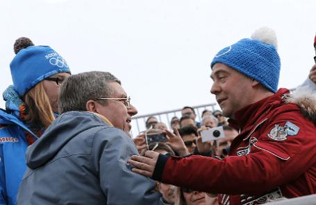 Президент Международного олимпийского комитета(МОК) Томас Бах и премьер-министр РФ Дмитрий Медведев (слева направо) на соревнованиях горнолыжников в Красной поляне.