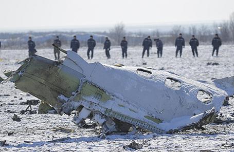 На месте крушения Boeing-737 авиакомпании FlyDubai под Ростовом-на-Дону.
