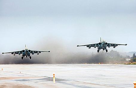 Российские штурмовики Су-25 на авиабазе Хмеймим в Сирии.