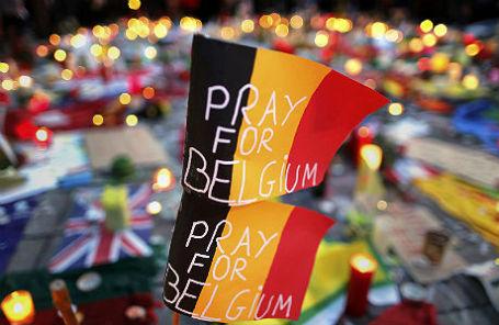 Бельгийские флаги на поминальной службе в Брюсселе после терактов 22 марта.