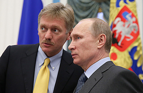 Пресс-секретарь президента РФ Дмитрий Песков и президент России Владимир Путин (слева направо).