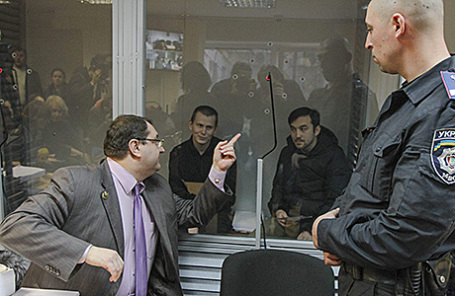 Адвокат Юрий Грабовский (слева).