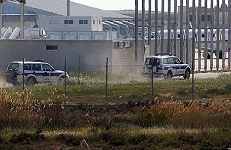 Полиция в аэропорту Ларнаки, Кипр, 29 марта 2016.