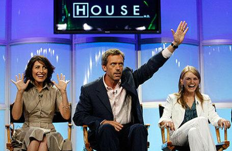 Актеры Хью Лори (центр), Лиза Эдельштейн (слева) и Дженнифер Моррисон.