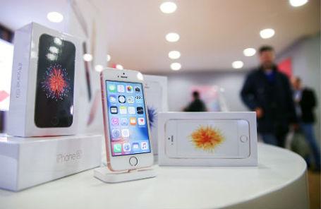 Смартфоны Apple iPhone 5SE в магазине re:Store.