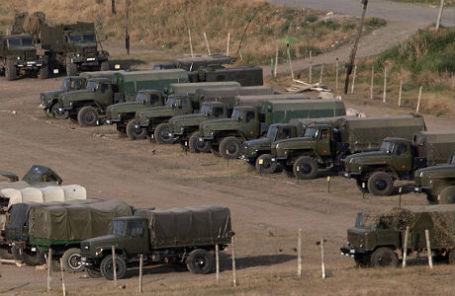 Нагорный Карабах. Стоянка военной техники на демаркационной линии со стороны Армении.