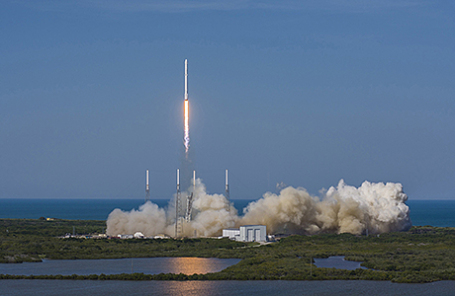 Запуск ракеты Falcon 9 во Флориде, США.