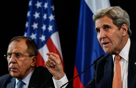 Министр иностранных дел РФ Сергей Лавров, госсекретарь США Джон Керри (слева направо).