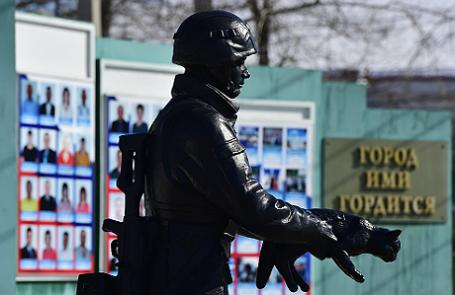 Первый в России памятник «Вежливым людям» открыли в Приамурье.