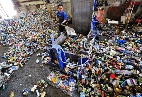 Работа мусороперерабатывающего предприятия.