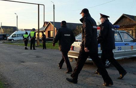 На месте убийства полицейского и его семьи в селе Ивашевка.