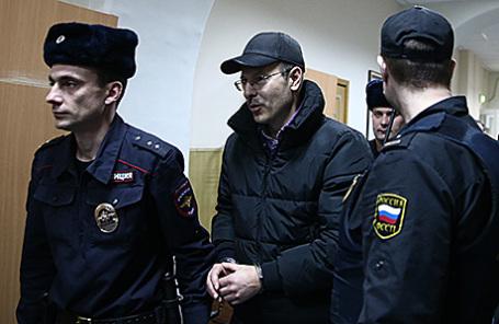 Андрей Данилов (в центре).
