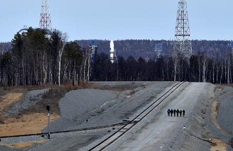 Ракета-носитель «Союз-2.1а» с российскими космическими аппаратами «Ломоносов», «Аист-2Д» и наноспутником SamSat-218 на стартовом комплексе космодрома Восточный.