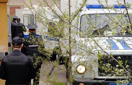 Полиция у здания Сызранского районного суда, где проходит заседание по делу убийства заместителя начальника штаба ГУВД Самарской области Андрея Гошта и его родственников.
