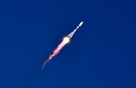 Ракета «Союз-2.1а» со спутниками «Ломоносов», «Аист-2Д» и SamSat-218, запущенная с космодрома Восточный.