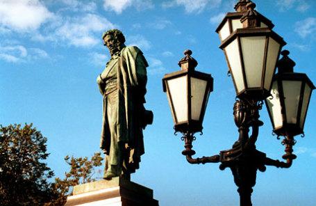 Памятник Александру Сергеевичу Пушкину на Пушкинской площади в Москве.