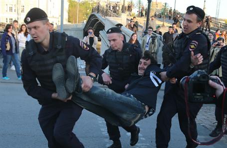 Задержания участников акции в годовщину событий на Болотной площади в Москве.