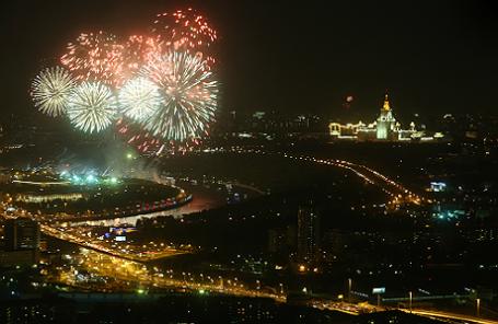 Праздничный салют в Москве.