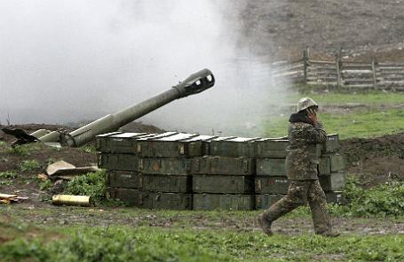 Артиллерийская установка армии обороны НКР (непризнанная Нагорно-Карабахская Республика) на позиции у города Мардакерт.