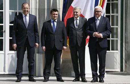 Министр иностранных дел РФ Сергей Лавров, министр иностранных дел Украины Павел Климкин, министр иностранных дел Франции Жан-Марк Эйро и министр иностранных дел Германии Франк Вальтер Штайнмайер (слева направо).