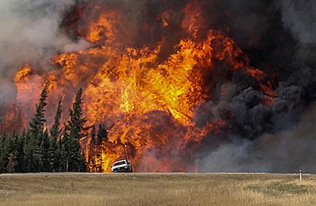 Лесные пожары в провинции Альберта, Канада.