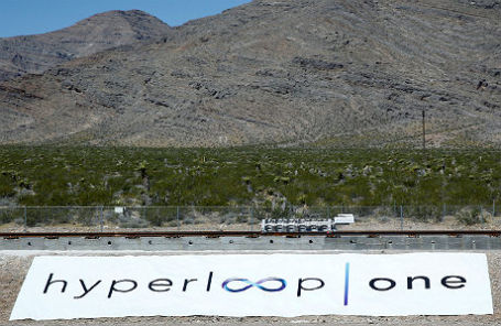 Испытания сверхскоростного вакуумного поезда Hyperloop в пустыне Невада. 11 мая 2016 года.