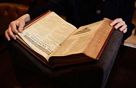 Один из лотов, сборник пьес Шекспира First Folio, выставленный на торги на аукционе Christie's.