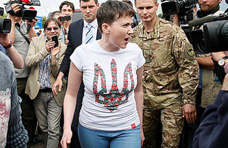 Надежда Савченко в аэропорту Борисполь в Киеве, 25 мая 2016.