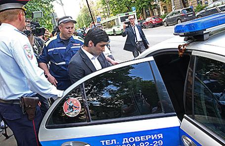 Руслан Шамсуаров (в центре).