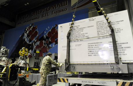 Один из российских ракетных двигателей РД-180, изготовленный по заказу США на НПО «Энергомаш», перед транспортировкой в аэропорт «Шереметьево».