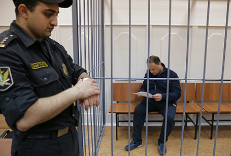 Рассмотрение ходатайства об аресте мэра Владивостока И.Пушкарева в Басманном суде.