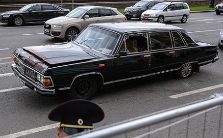 Сотрудники ДПС задержали пассажира и водителя раритетной «Чайки» в центре столицы.