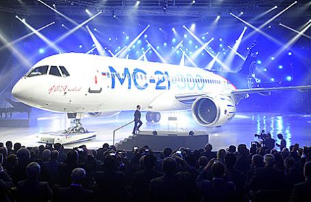 Церемония выкатки магистрального самолета МС-21-300 на авиационном заводе корпорации «Иркут» в Иркутске, 8 июня 2016.