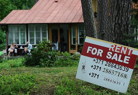 Объявление о продаже дома на одной из улиц Юрмалы.
