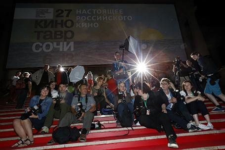 Фотографы на XXVII открытом российском кинофестивале «Кинотавр».
