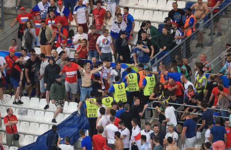 Российские футбольные фанаты на чемпионате Европы 2016 года.