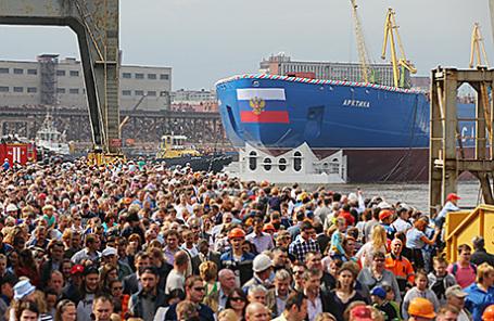 Спуск на воду атомного ледокола «Арктика» на Балтийском заводе в Санкт-Петербурге, 16 июня 2016.