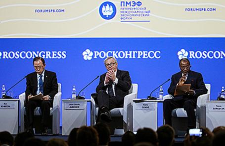 Президент Европейской комиссии Жан-Клод Юнкер (в центре) на открытии XX Петербургского международного экономического форума, 16 июня 2016.