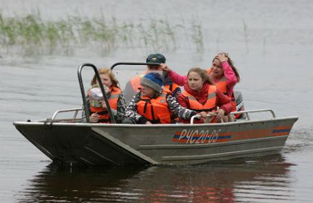 Дети возвращаются в парк-отель «Сямозеро» в Пряжинском районе.
