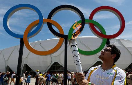 Передача олимпийского огня в Бразилии.