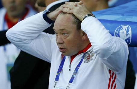 Леонид Слуцкий во время матча со сборной Уэльса.