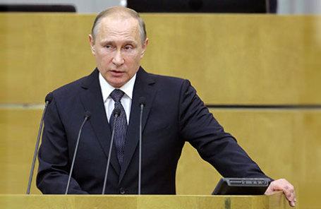 Президент России Владимир Путин выступает на пленарном заседании Государственной думы РФ.